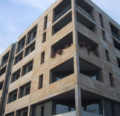 Flexible sandstone from YTTERSTONE® as facade cladding for a residential and commercial building