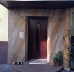 Flexible sandstone from YTTERSTONE® for upgrading a house entrance portal