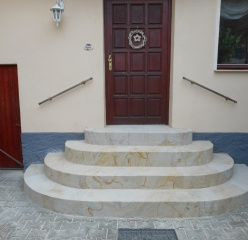 Flexible sandstone from YTTERSTONE® for lining a home entrance