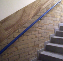Flexible sandstone by YTTERSTONE® as a floor and wall decor in the staircase are